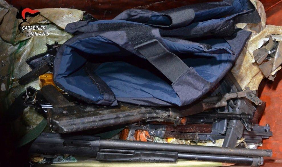 I carabinieri di Milano sequestrano un arsenale di guerra a Senago