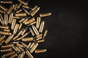 Il giornalista statunitense Alan Friedman, autore di Questa non è l'America, prende posizione sulla diffusione delle armi negandone l'aumento di sicurezza.