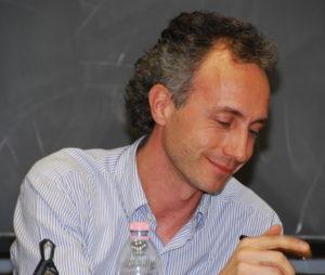 In un editoriale su Il Fatto Quotidiano, Marco Travaglio dice la sua sulla legittima difesa e sulla necessità di riformare la custodia cautelare.