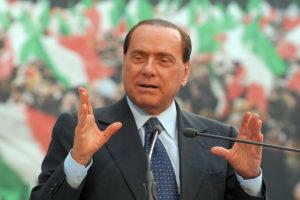 Silvio Berlusconi, leader di Forza Italia, annuncia il no del proprio partito alla riforma della legge sulla legittima difesa in discussione alla Camera.