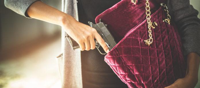 Pistola rubata dalla fidanzata