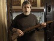 Andrea Purgatori ha in mano un Carcano 91/38 nel trailer della puntata di Atlantide (La7, 15 novembre ore 21.10) dedicata ai Kennedy.