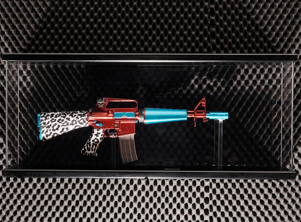 mostra d 39 arte contemporanea sulle armi espone anche antonio riello armi magazine. Black Bedroom Furniture Sets. Home Design Ideas