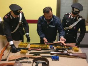 Armi fatte in casa, un arresto a Paola (CS): il blitz dei carabinieri ha portato alla luce cinque armi fabbricate artigianalmente.