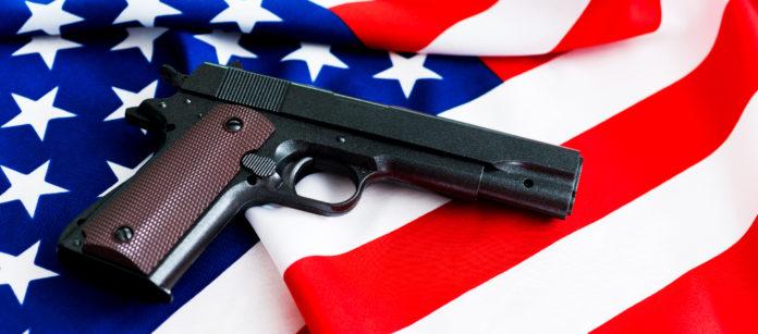 pistola su bandiera Stati Uniti