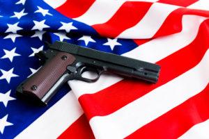 pistola su bandiera Stati Uniti per numero di armi vendute