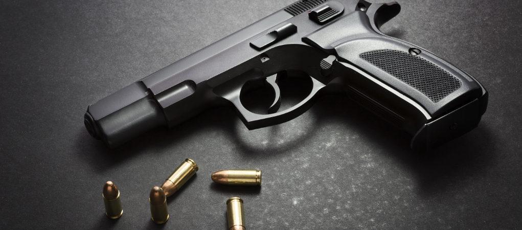 pistola con cinque munizioni
