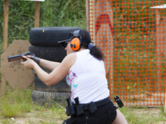 atleta di tiro dinamico sportivo in azione: niente assemblea straordinaria della Federazione di tiro dinamico sportivo