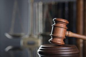 Martello del giudice: sentenza del Tar della Lombardia su incauta custodia di armi