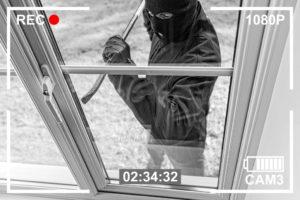 Videocamera ladro rompe finestra: riforma della legittima difesa
