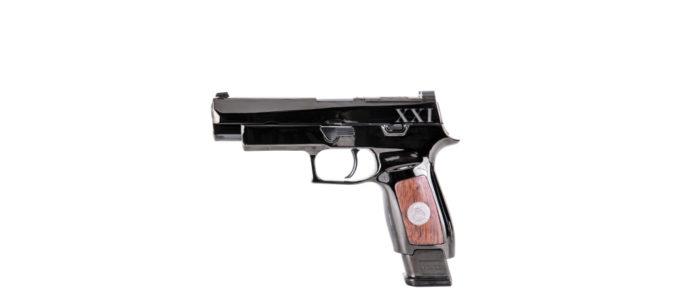 arma cerimoniale Sig Sauer M17 vista sinistra