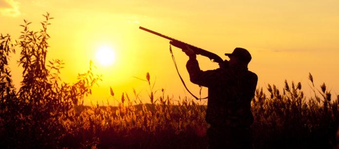 cacciatore al tramonto