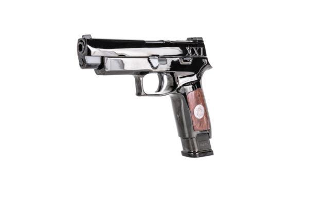 pistola striker fired M17 Tomb