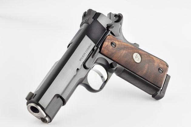 appoggiata, la pistola wilson combat super commander special lato sinistro