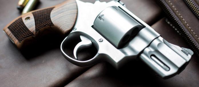 revolver con quattro proiettili