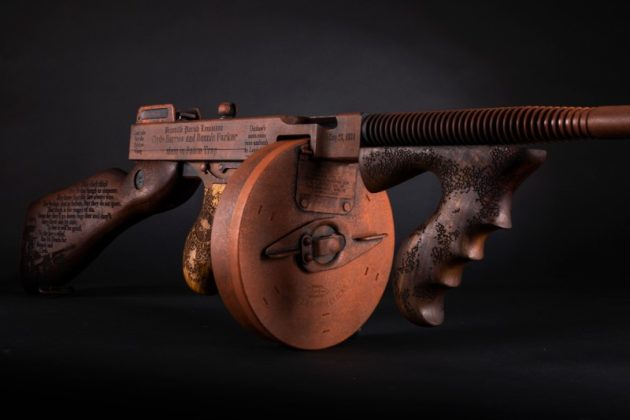 arma auto-ordnance Bonnie & Clyde vista completa vista di trequarti
