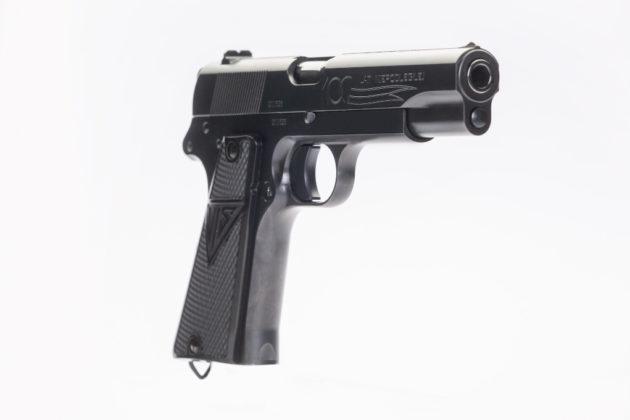 vista frontale della pistola da collezione Fabryka Broni Łucznik Radom Wz.35 VIS