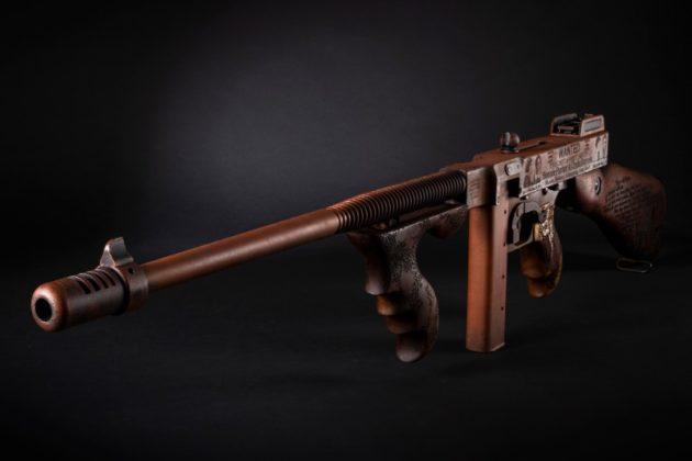 vista frontale dell'arma di auto-ordnance dedicata a Bonnie & Clyde