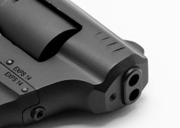 la doppia canna del revolver standard manufacturing s-333 volleyfire