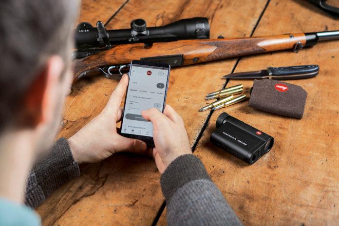 smartphone e telemetro da caccia Leica CRF 2800 COM