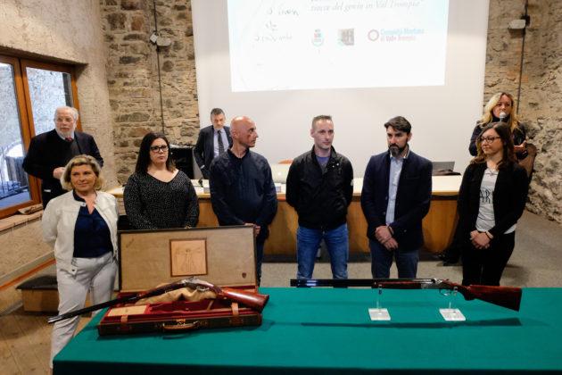 beretta celebra leonardo da vinci con un'arma da collezione