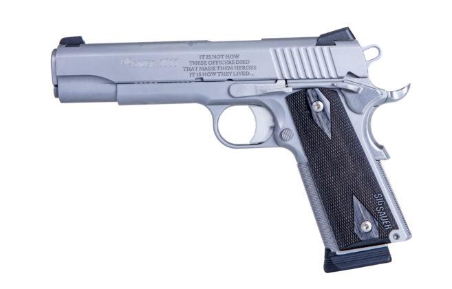 lato sinistro della pistola sig sauer nleomf 1911 stainless