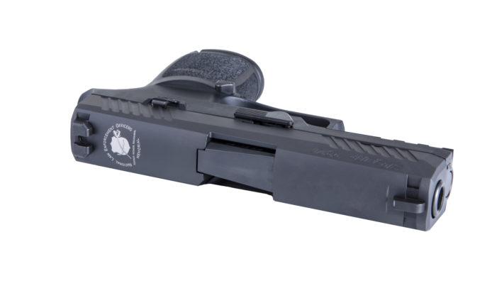 primo piano del carrello della pistola Sig Sauer Nleomf P320 Carry