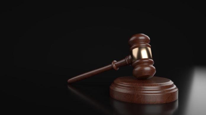 divieto di detenzione armi, sentenza del tar della Lombardia: martello del giudice