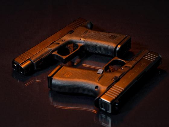 appoggiate insieme le pistole g43x e g48