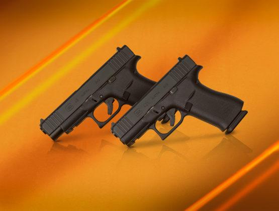 le pistole g43x e g48 appoggiate sulla canna, fondo arancio