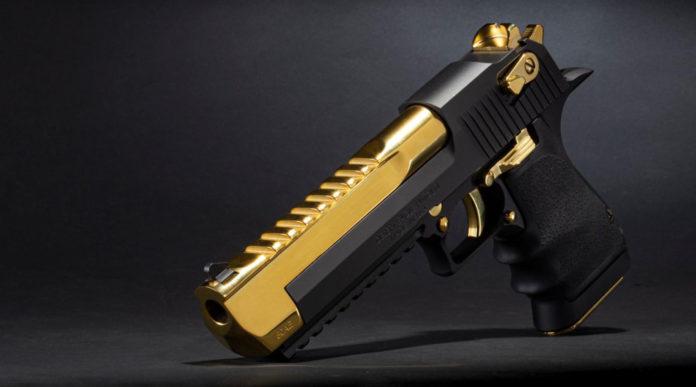 Black and Titanium Gold Desert Eagle, la pistola da collezione nero-oro