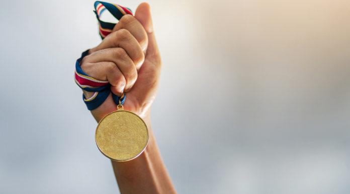 campionato del mondo di elica: medaglia d'oro stretta in pugno