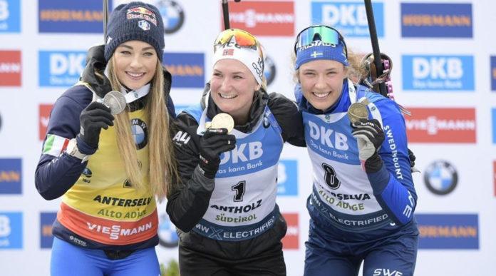 Dorothea Wierer con Marte Olsbu Roeiseland e Hanna Oeberg sul podio della 12,5 km mass start: mondiali di biathlon 2020, anterselva