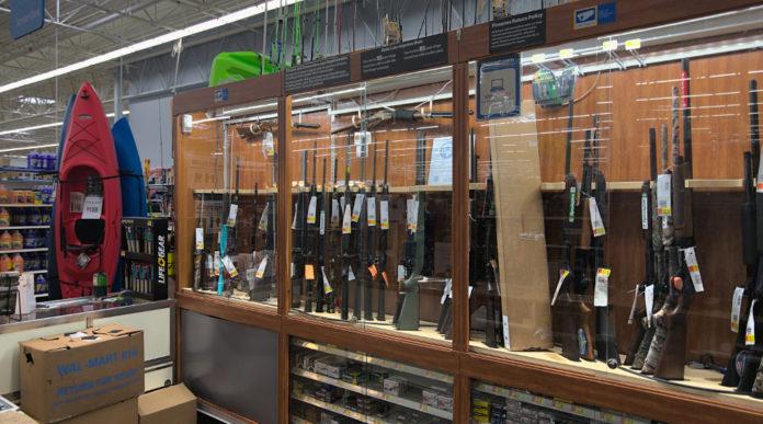 Emergenza sanitaria in America: armi in negozio di sport