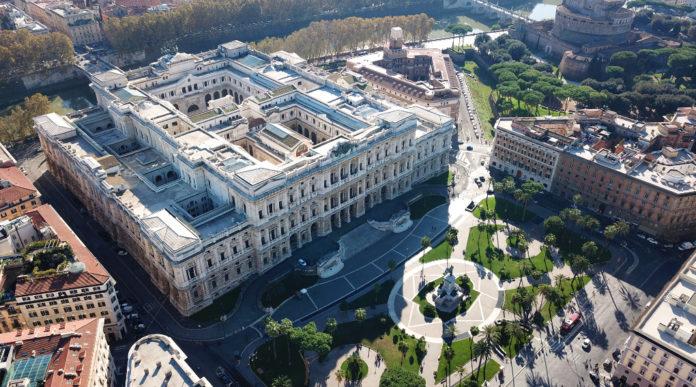 Quale scadenza per denunciare il trasferimento delle armi: vista aerea del palazzo della cassazione, via cavour roma