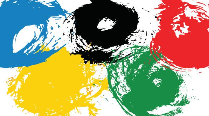 Tokyo 2020 rinviato: bandiera olimpica dipinta con macchie di vernice