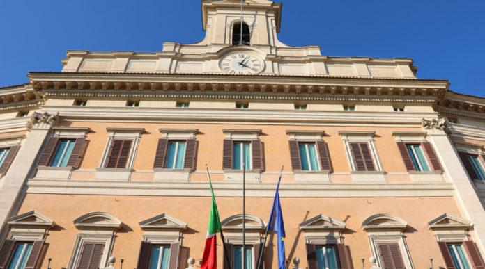 elezioni dell'uits: facciata di palazzo montecitorio, sede della camera dei deputati, dove la lega ha presentato un'interrogazione