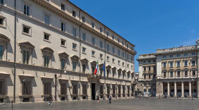 proroga del porto d'armi: facciata di palazzo chigi, sede del governo italiano