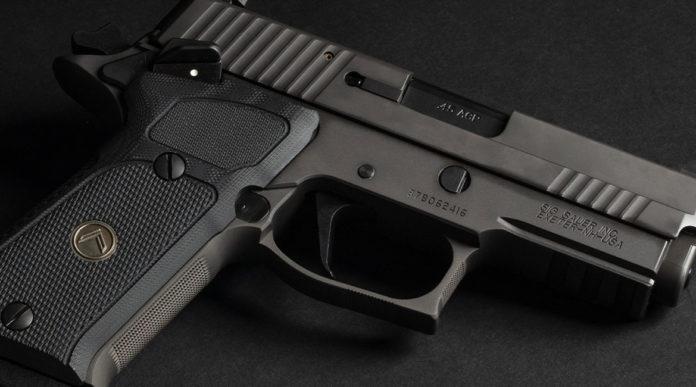 Sig Sauer P220 Legion Carry Sao, la pistola per il porto occulto in edizione limitata