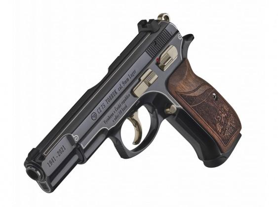 pistola cz 75 tobruk appoggiata sulla canna