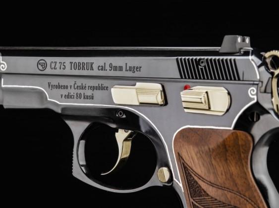 sinistra, il carrello della pistola Cz 75 Tobruk