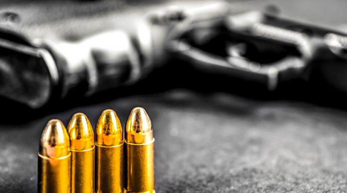 Pistole semiautomatiche calibro 9 Parabellum, commissione vota contro divieto