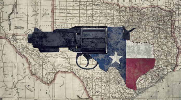 porto d'armi in Texas: revolver con bandiera americana su vecchia mappa del Texas