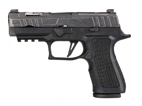 da sinistra, vista classica della della pistola microcompatta Sig Custom P320X Compact Spectre