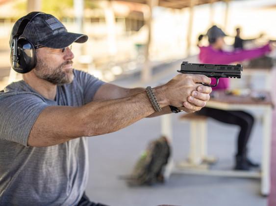 linea di tiro con pistola striker fired rick island armory stk100