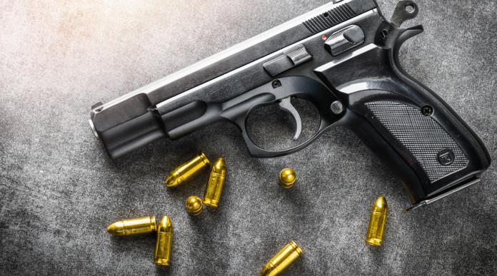 Acquisto di un'arma: pistola con munizioni