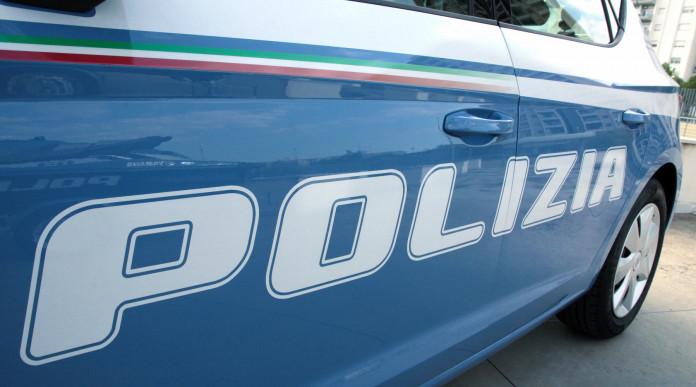 ritiro cautelare delle armi: automobile della polizia