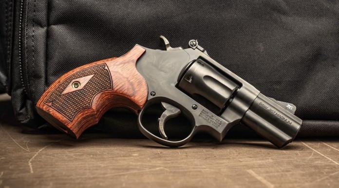 Smith & Wesson Model 19 Carry Comp più corto il revolver per il porto occulto