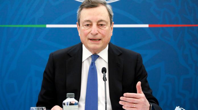 Stato d'emergenza prorogato che succede al porto d'armi in scadenza: Mario Draghi in conferenza stampa a palazzo chigi