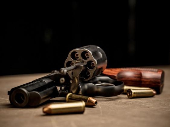 aperto, il revolver per il porto occulto Smith & Wesson Model 19 Carry Comp